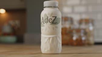 Coca-Cola tuo pakkauksen ensimmäistä kertaa pois laboratorio-olosuhteista ja testaa sitä rajoitetulla kuluttajalanseerauksella Euroopassa. Testin avulla kerätään tietoa kokonaan paperina kierrätettävän pullon kehittämiseksi valmiiksi.