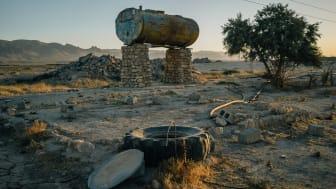 2018. En övergiven bondgård och förstörda bevattningsbrunnar i staden Sinune nära Sinjarberget. ©Alice Martins/Amnesty International