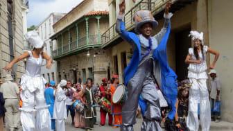 Die Stelzenläufer auf den Straßen Havannas sind nur eine von vielen Attraktionen beim 500-jährigen Jubiläum. (Foto: Alan Kotok)