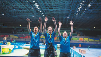 Jubel efter framgångar på Paralympics för Sjöstedt, Andersson och Karlsson.