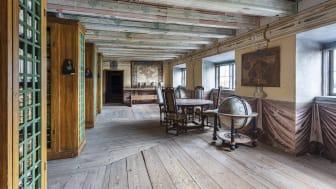 Biblioteket med bokskåp som rymmer 30 000 böcker från medeltid till 1800-tal,