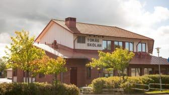 Med syftet att täcka behov av skolplatser utan att bygga nytt planerar Förskola & Grundskola för att göra Toråsskolan i Vallda till en skola för elever från förskoleklass till årskurs 6 från 2022