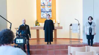 Bei der Video-Produktion: Stefan Betzler (freier Mitarbeiter der Hephata-Öffentlichkeitsarbeit, von links), Organist Martin Kaiser, Pfarrerin Annette Hestermann und Kantorin Dorothea Grebe.