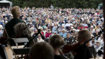 Opera i Rebild tiltrækker altid mange mennesker. Med de nuværende restriktioner kan der blive plads til 1000 tilskuere på operapladsen. Alle billetter til årets festival er solgt.