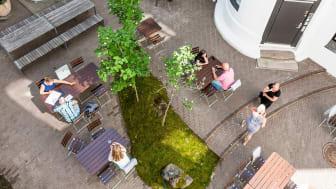 LINK Arkitekturs kontorbygg i Kirkegata 4 er totalrenovert for å tilpasse til LINKs arbeidsmåter og verdier, med mål om å tilføre minst mulig nytt. Foto: Hundven Clements Photo.