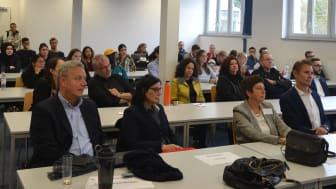 WEDNESDAY FOR SMARTNESS: Studierende der Hochschule der Wirtschaft für Management (HdWM) mit neuartigem Format für informellen Austausch und Dialog