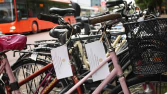 Cyklar som har kvar sin lapp den 6 november rensas bort och förvaras hos kommunen i tre månader.