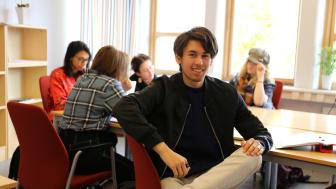 """Katedralskolan bjuder in blivande gymnasielever till informationsträffar, digitala lektioner och """"skuggningar"""" för att ungdomar ska få en trygg bild av hur det är att gå på skolan."""