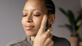 Återfukta & skydda huden med nya Drops of Youth™ ansiktsmist!
