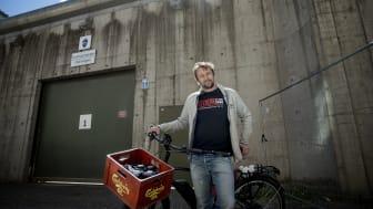 """Bekjemper digitalt utenforskap: Øyvind Tomter jobber daglig med å få folk påkoblet med initiativet """"Nettverk etter soning"""". Foto: Anita Arntzen"""