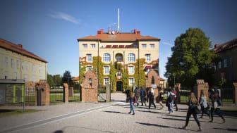 På Högskolan Kristianstad står grindarna öppna för studenter med många olika bakgrunder.