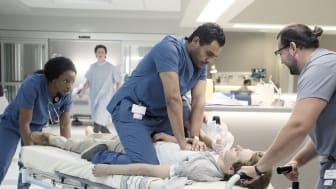 """Hamza Haq spiller hovedrollen som """"Bash"""" i C Mores nye skadestueserie, der får premiere den 11. maj."""