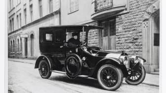 Chauffören och bilen  Hallwylska palatset