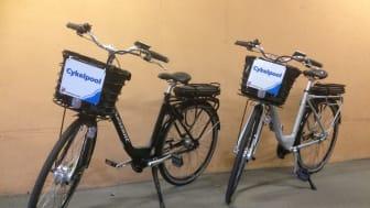 Trollhättan började med sitt cykelbibliotek i höstas och har sedan dess haft en lång kö till elcyklarna som går att låna på biblioteket. Foto Trollhättans kommun