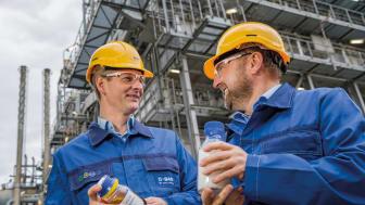 Stefan Gräter och Andreas Kicherer arbetar på projektet ChemCycling, som gör det möjligt att producera nya produkter av kemiskt återvunnen plast.