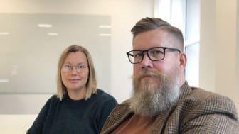 Charlotta Söderberg och Simon Matti, forskare i statsvetenskap vid Luleå tekniska universitet.
