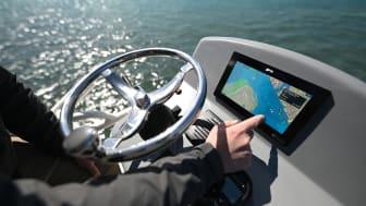 Axiom+ offre una visibiltà di livello Superiore e un incremento delle Prestazioni; la Cartografia LightHouse di Raymarine garantisce maggior chiarezza e controllo durante la navigazione.