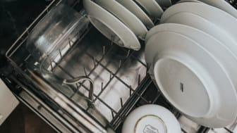 Diskmaskin med bestickkorg