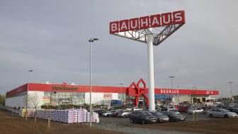 BAUHAUS fejrer 30 år i Danmark med åbningen af Danmarks mest moderne byggevarehus i Kolding, hvor det hele startede i 1988. På et marked med hård konkurrence har BAUHAUS satset stort på rådgivning af private og erhvervsdrivende.