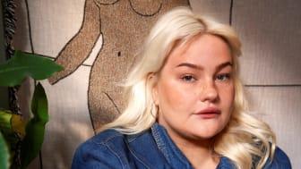 Sarah Klang är en av de folkkära artisterna som gästar Live på Smådalarö Gård i sommar