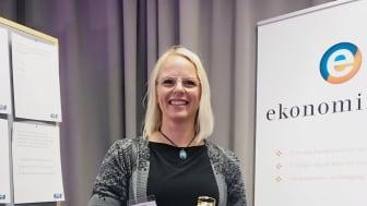 Lena Berglund från Volvo Lastvagnar i Umeå vann pokalen som förkunnade att hon haft flest (alla) rätt i det quiz som tagits fram av Girls in Sport.