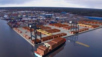 Nya containerterminalen vi Gävle Hamn.