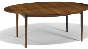 "Finn Juhl: ""Judas Table"". Oval Brazilian rosewood dining table with extension and two extra leaves. Top and leaves with circular silver inlays. Estimate: DKK 200,000 / € 27,000."