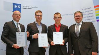 Carsten Klatt, Christoph Fella, Björn Rückert und Rafael D. Fröhlich freuen sich über die IHK-Auszeichnung .