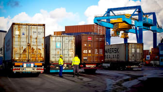 Avgifter på lastbilstrafik vid hamnar kan minska utsläppen
