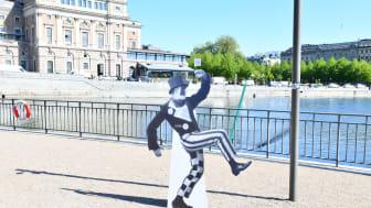 Jean har gett sig ut på stan för att berätta att Dansmuseet har utökade öppettider.