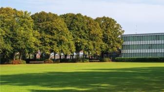 Den nye rådhusbygning kommer til at ligge sammen med Arne Jacobsens fredede rådhus og de fredede omgivelser ved rådhuset. Den nye bygning skal samle de administrative og borgerrettede arbejdspladser uden for det eksisterende rådhus