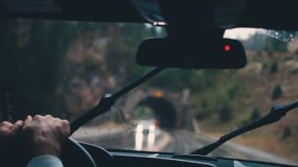 Välj bra torkarblad och byt dem i tid för ökad säkerhet i trafiken.