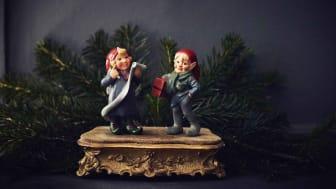 NisseOle, NisseStine og alle de andre figurer er hånd-modelleret og malet i hånden.