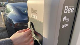 Klart för laddning av elbil – Fler möjligheter för Helsingborgshems hyresgäster att resa hållbart