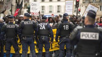 """Demonstrationen """"en marsch för rättvisa och värdighet"""" den 19 mars 2017 i Paris där Amnesty Internationals observatörer fanns på plats."""