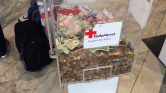 Flygresenärer skänkte 2,5 miljoner till Röda Korset