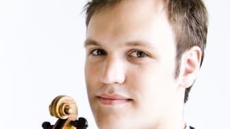 Ung violinist med antik violin får Anders Walls Giresta-stipendium