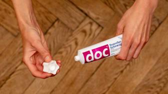 doc Ibuprofen Schmerzgel Tube in Anwendung