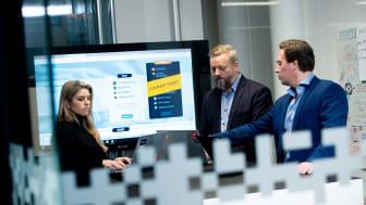 Experis Cyber Security tilbyr gratis sikkerhetstjeneste. På bildet fra venstre Silje Helen Dyvik, Bjarte Malmedal, Morten Stoa