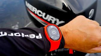 1st Mate bæres som et alm armbåndsur, og sladrer hvis du falder overbord.