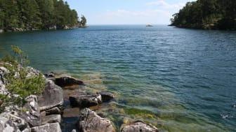 Djäknesundet. En populär badplats i Valekleven - Ombo öars naturreservat, Karlsborgs kommun. Foto: Länsstyrelsen i Västra Götaland