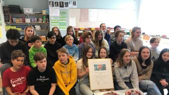 """Klass 6 A på Brotorpsskolan i Bagarmossen är en av """"Årets skaffare"""". Foto: Brotorpsskolan."""