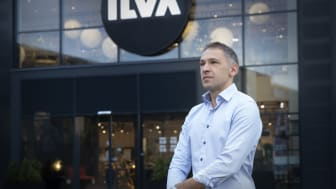 Administrerende direktør Rami Jensen foran ILVA i Silkeborg