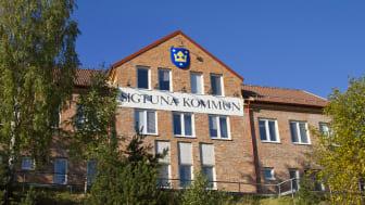 Head Office of Sigtuna Municipality in Märsta, Sweden. Källa: Wikimedia Commons, Stefan Sjogren (author Brorsson)