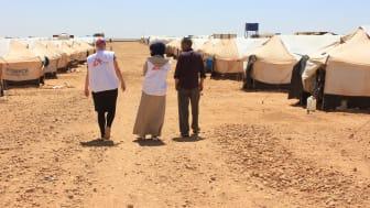 Personal från Läkare Utan Gränser i ett läger för internflyktingar i Menbij i norra Syrien. Foto: Läkare Utan Gränser