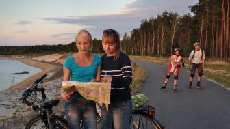 Ob mit dem Fahrrad oder Skates: Im Lausitzer Seenland lässt sich so jede Menge Industriekultur entdecken. Foto: TV LSL Nada Quenzel.
