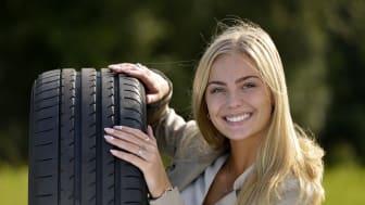 Sommerdæk har en hårdere gummiblanding end vinterdæk, og en større del af dækkets profil er i kontakt med vejen. Det gør sommerdæk til det bedste dækvalg på varme sommerveje.