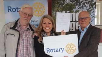 Lars Nilsson och Maria Green (Star for Life) med Leif Ohlsson (Lindesbergs Rotaryklubb).