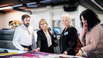 Att lyssna in och förstå företagarnas behov är viktigt för att nå målet Västsveriges bästa företagsklimat. Bilden är från ett företagsbesök, 2017.