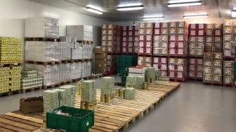 FødevareBanken kører fortsat med mad fra sine lagre til socialt udsatte i hele landet.